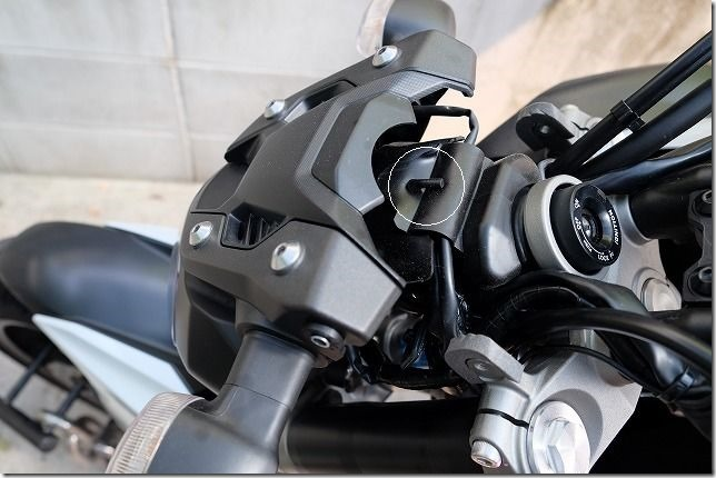 MT-07のヘッドライトバルブ交換手順