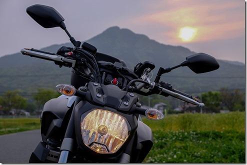 MT-07の純正ヘッドライト