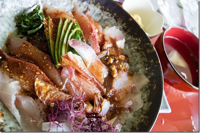 鷹ら島の海鮮丼「おとこ飯」