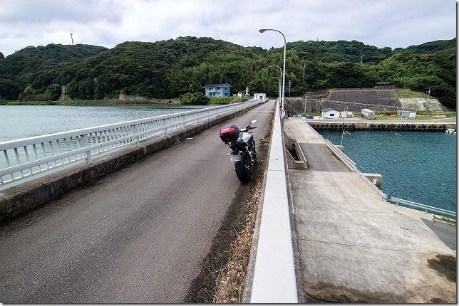 鷹島海中ダムとバイク