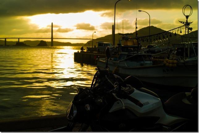 呼子の夕日とバイク