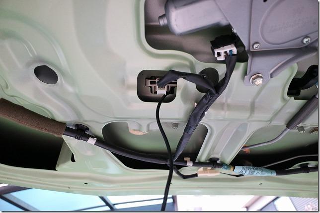 タントへバックカメラ取り付け配線車体引き込み