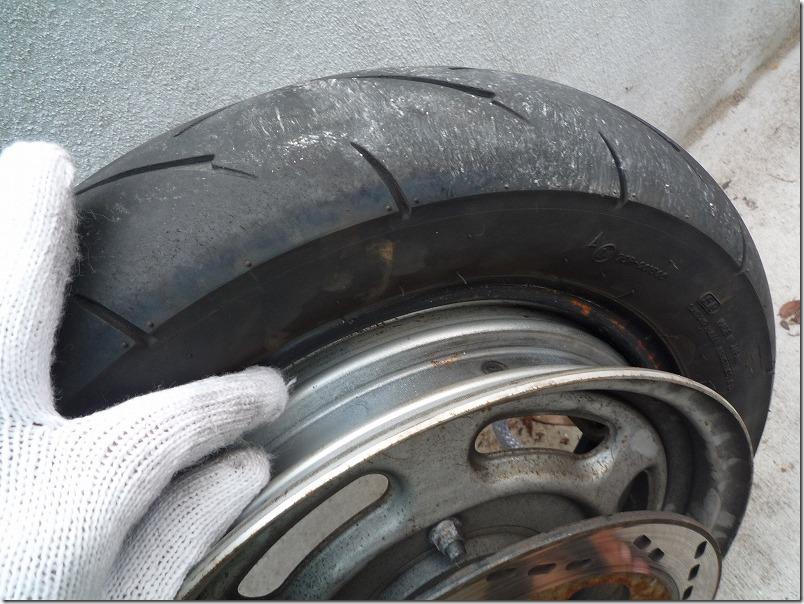 APE100タイヤ交換(取り外し)、タイヤ交換作業2