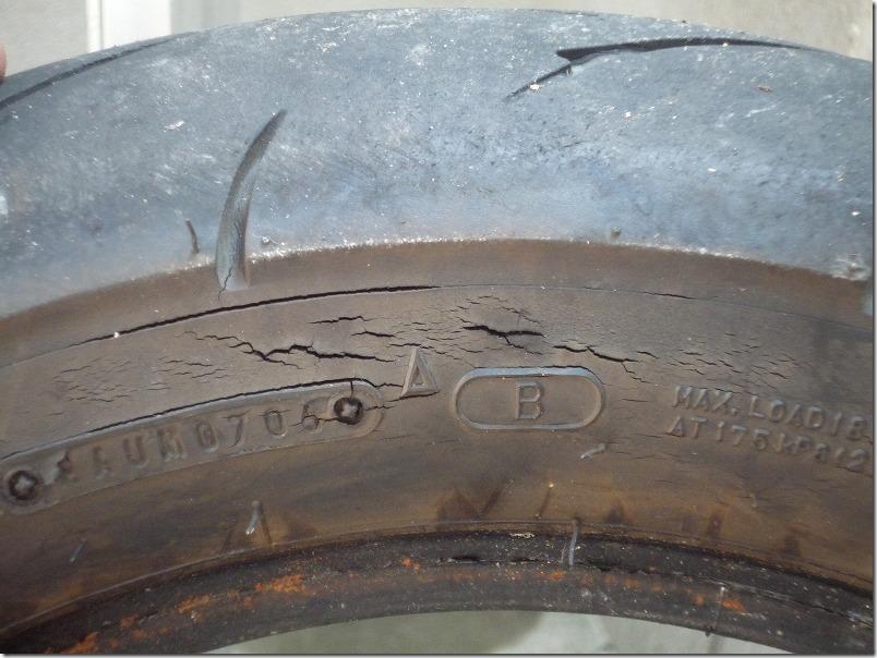APE100タイヤ交換(取り外し)、タイヤ交換作業4