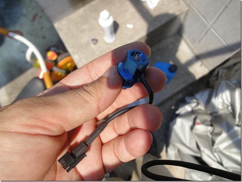 ドレンボルトに温度センサーを付けたところ