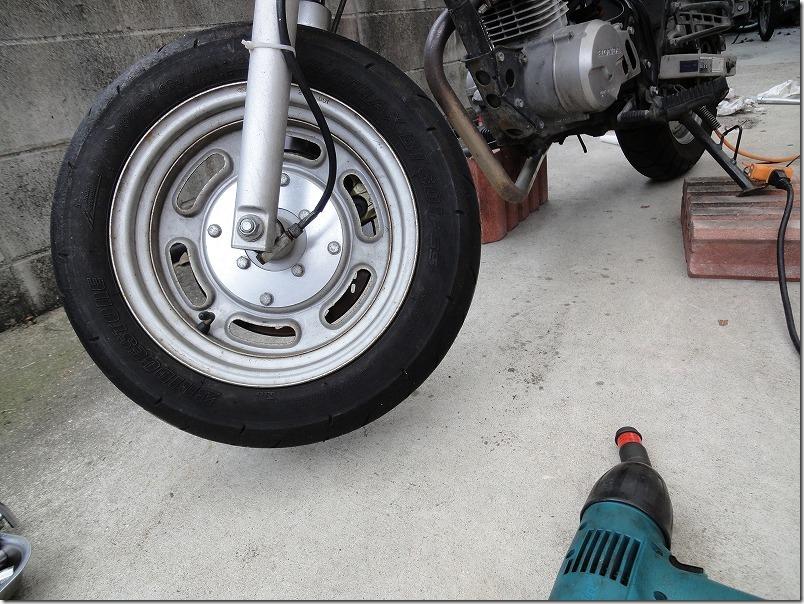 APE100のフロントタイヤをIRC/SS-550/Dualに交換