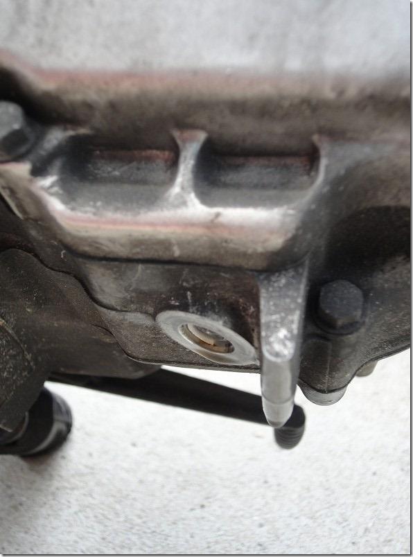 APE100のオイル交換でドレンボルトが折れた