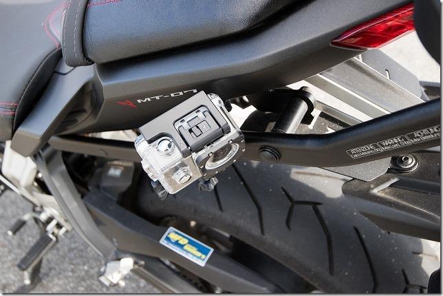 バイク後方にアクションカメラ