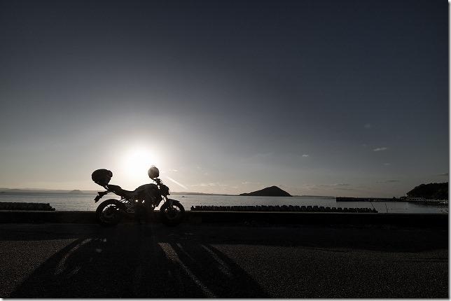 糸島の夕日とバイクMT-07