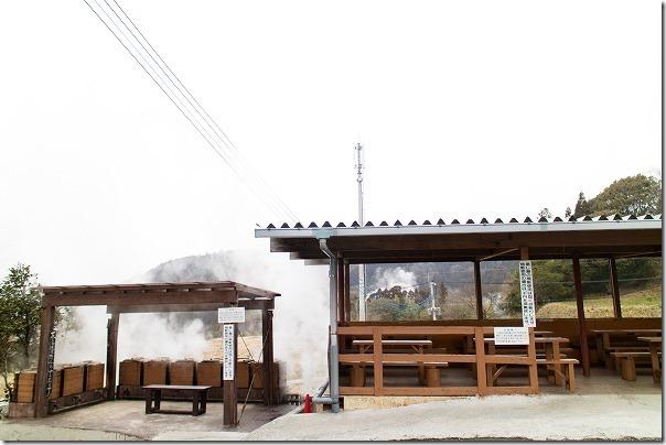 豊礼の湯の地獄釜と休憩所