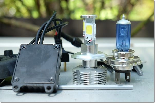 LEDのヘッドライトとH4ハロゲンランプに寸法比較