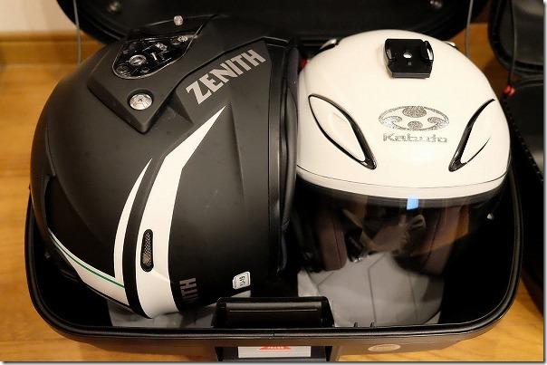 GIVI,E43NTL-ADVにヘルメットを2つ