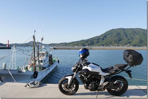 MT-07と糸島の港