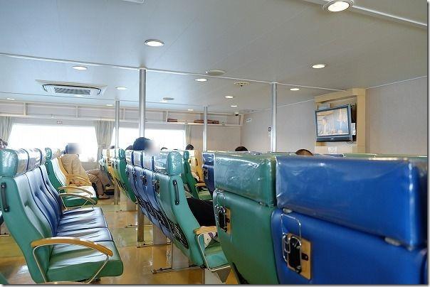 唐津東~壱岐へのフェリーの船旅、客室