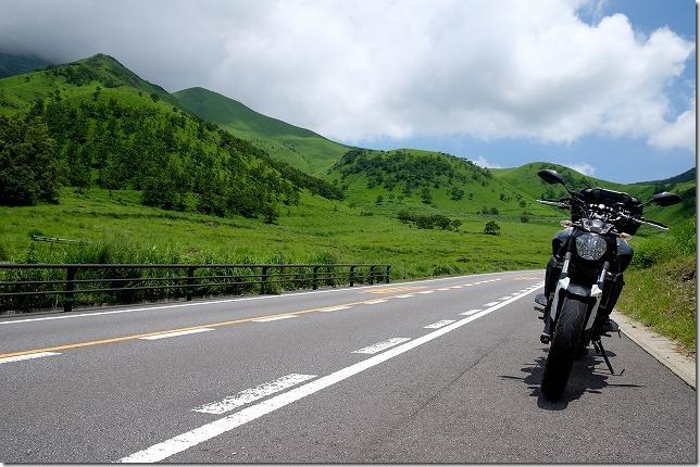 由布院から県道11号線(やまなみハイウェイ)をバイクで登る