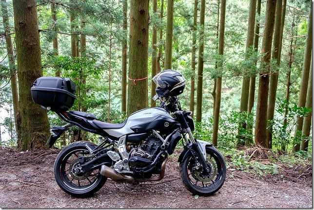 糸島、不動池のフォトスポットへバイクで到着