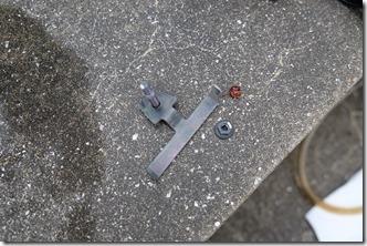MT-07リヤブレーキフルード交換、外したボルト