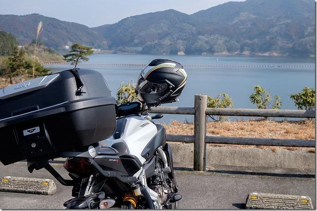 喜瀬川ダムとバイクMT-07