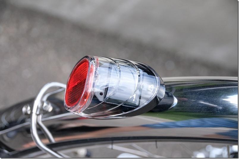 2020年式のビビ・DXの自動点灯のテールランプ