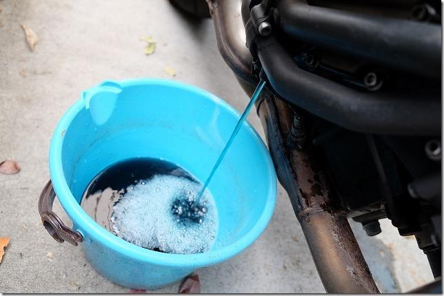 MT-07のクーラント交換方法、冷却水ドレンボルト