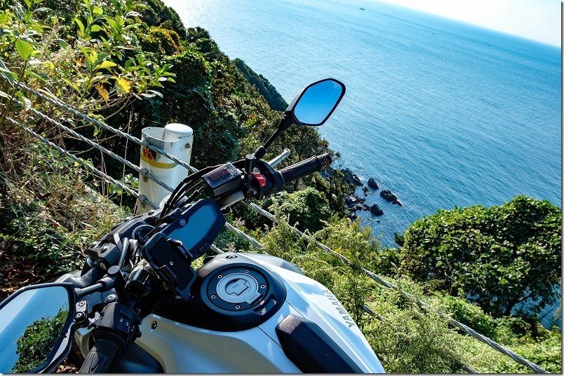 糸島の海とMT-07(サンセットロード)