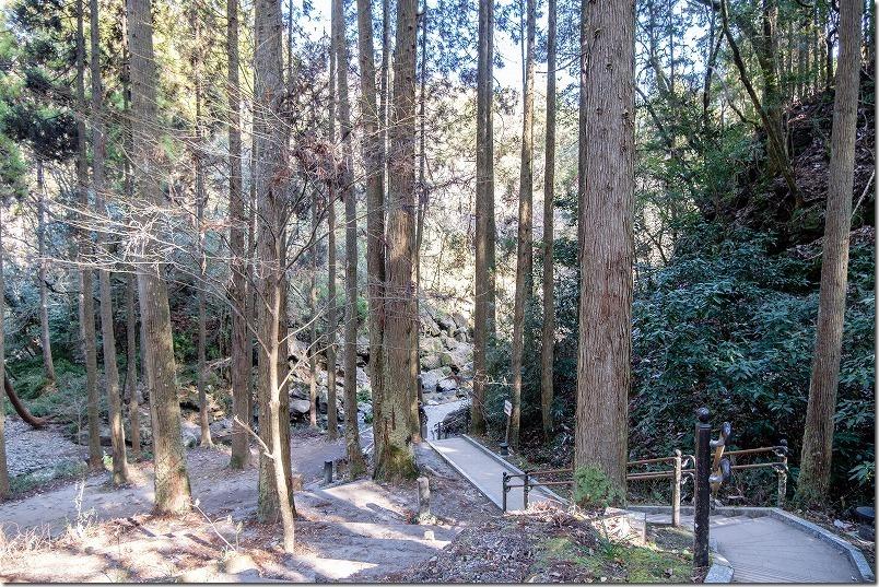 小国,鍋ヶ滝への遊歩道