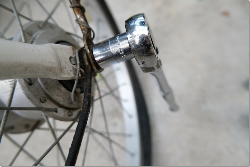 自転車のフロントタイヤ交換手順1