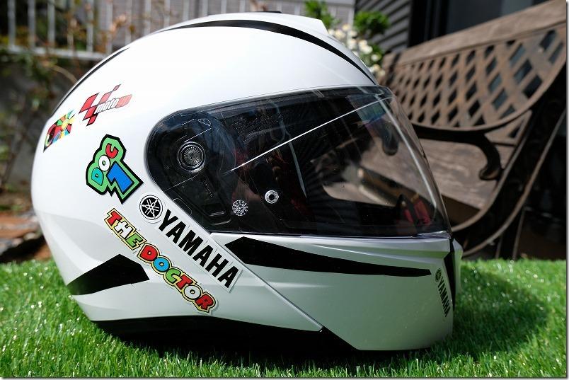 ヘルメットに貼ったカッティングシートとデザイン、サイド