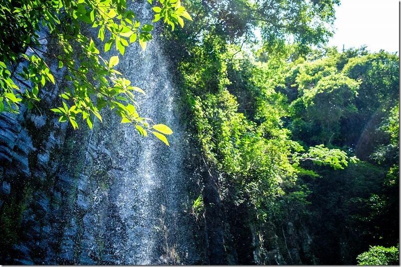 高串温泉近くの白糸の滝