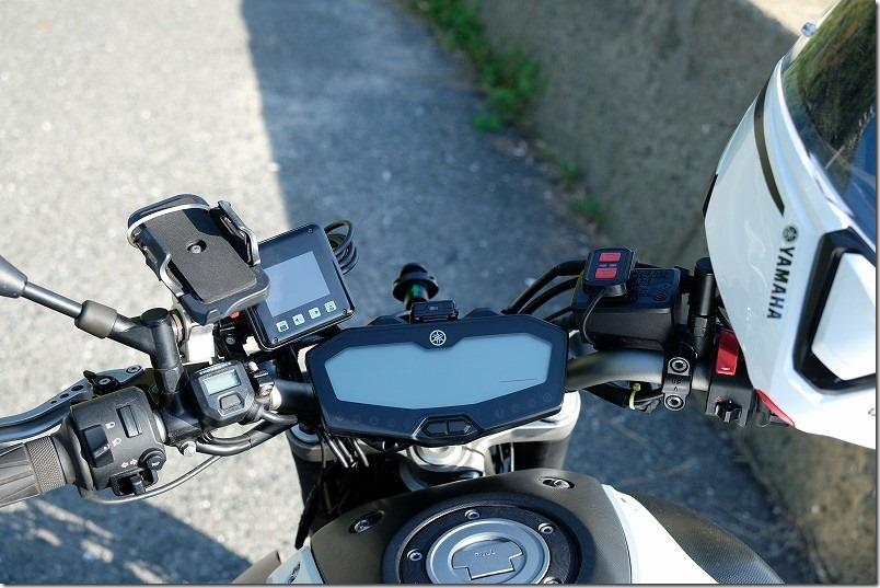 MT-07にドライブレコーダーを取り付け、ハンドル周り