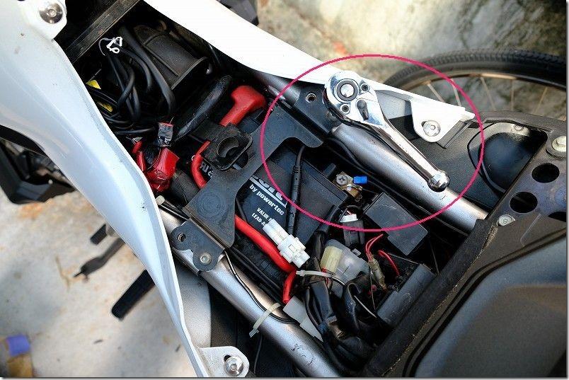 MT-07バッテリー交換の手順2