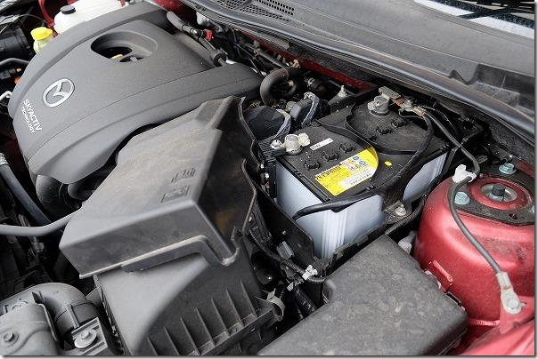 プレマシーのバッテリー交換(Q-85)