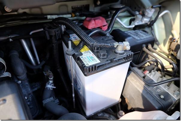 タント(L375Sアイドリングストップ付き)のバッテリー交換