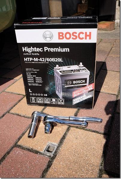 バッテリーはBOSCH,HTP-M-42/60B20L,工具
