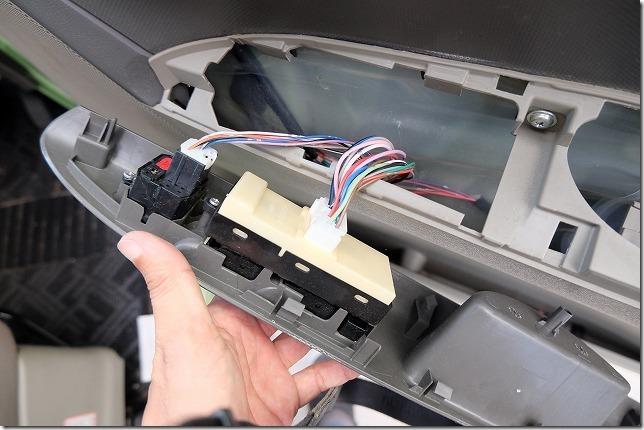 タント、フロントドアの内張り嵌め方(戻し手順)操作盤