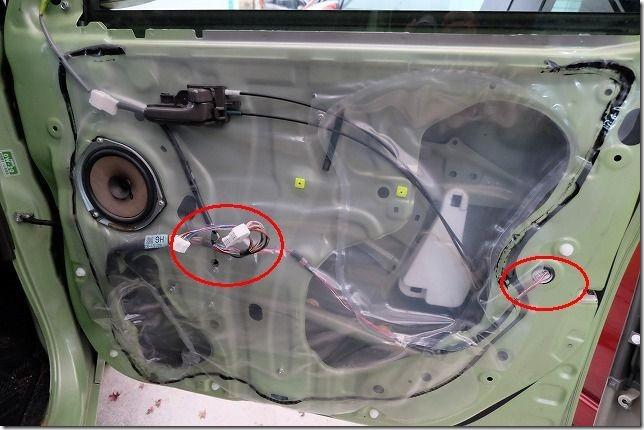 タント(L375)へキーレス連動ドアミラー格納ユニットを取り付け箇所