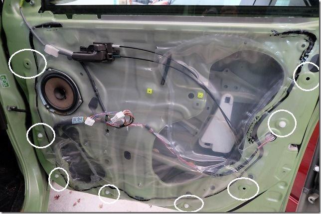 タント(L375S)のフロントドアの内張りの外し方・手順5