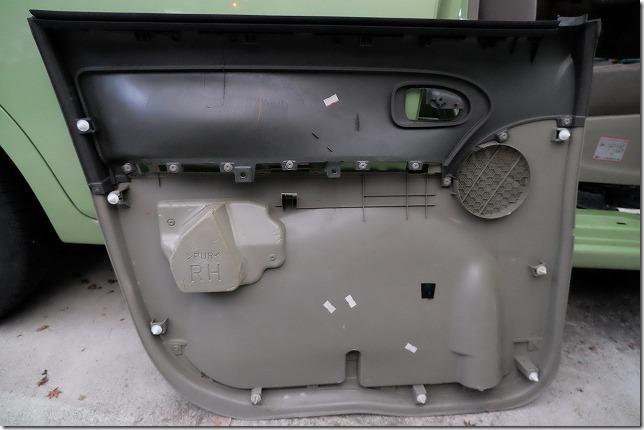 タント、フロントドアの内張り嵌め方(戻し手順)
