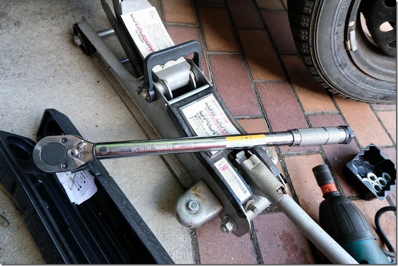 スタッドレスタイヤ交換、工具